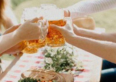 Getreide zu Bier verarbeitet